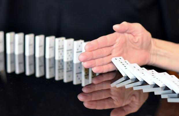 domino-hand